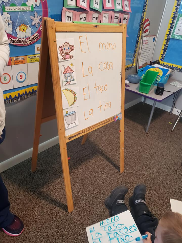 Learning Spanish in Kindergarten with Visual Aids