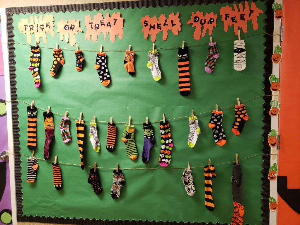 """""""Bootastic,"""" Decorations Made Out of Crafts"""