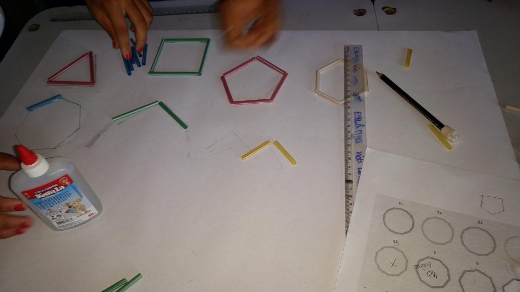 Constructing Straw Polygons