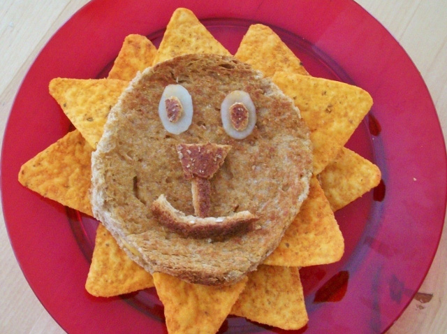 """Making a, """"Lunch Lion,"""" Activity for Preschoolers"""