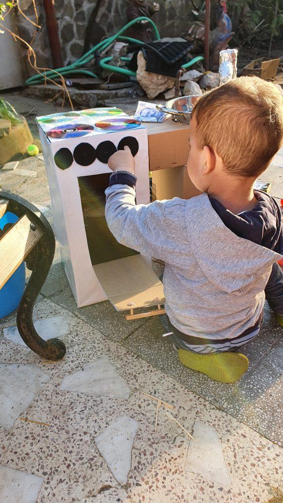 The little Chef. DIY Cardboard Kitchen
