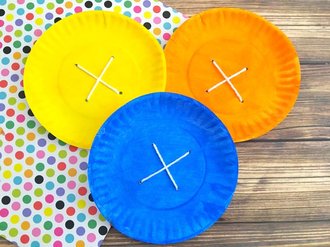 """Pete the Cat-Themed Preschool Craft Activity With, """"Four Groovy Buttons."""""""