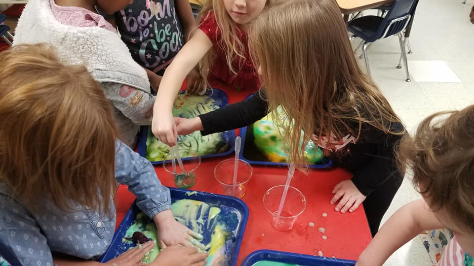 Baking Soda and Vinegar Mixing Activity for Kids